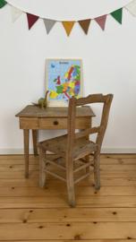 Antiek tafeltje en stoeltje