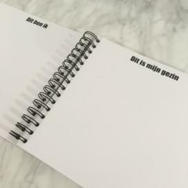 Invulboek 'Mijn eerste jaar'  MUNTGROEN