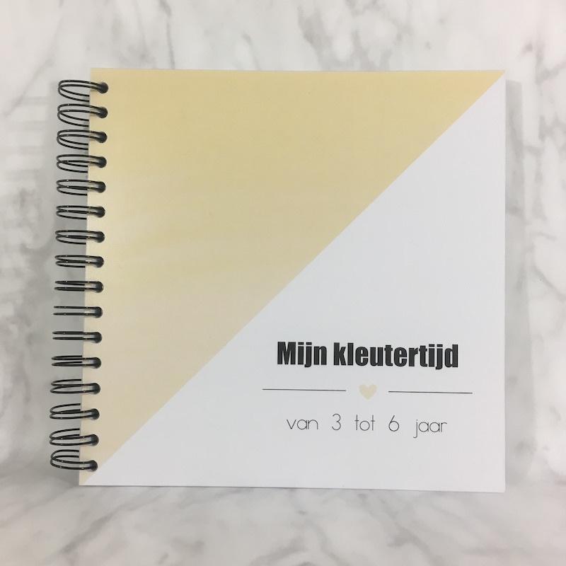 Invulboek 'mijn kleutertijd' GEEL