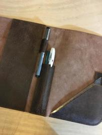 Bijbelhoes met omslag en magneetsluiting. (diverse kleuren)
