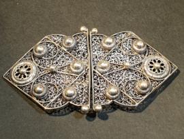 Zilveren ceintuurhaak filigrein en rozettem