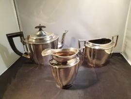 Set van Theepot,Melkkan en Suikerpot van M.D Hoogmei uit 1930 zilver