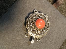 Zilveren sluiting  2 rijen en bloedkoraal 2 bij 2 cm