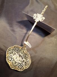 Zilver strooilepel met schild en Hooikar 2e gehalte 1911 47 gram 18 cm