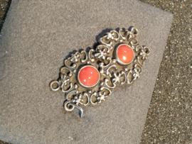 Zilveren sluiting  2 rijen en bloedkoralen  3 bij 1.5 cm