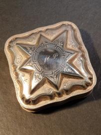 Antiek zilver Pillen/lodereindoosje   Kuijlenburg Gezet  1885