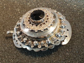 Groot antiek zilveren granaat slot streek gelderland 1870 4.5 bij 4 cm