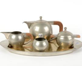 Tinnen theeservies met houten grepen op ovaal dienblad - Bangka  44 / 27 cm