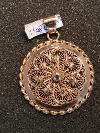 Open gewerkte Filigrein hanger goud diameter  3.2 cm