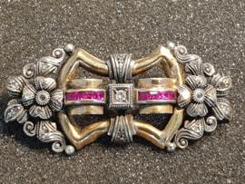 Jaren 20 grote Franse Broche 18 kr goud en zilver diamanten en robijnen 6 bij 3 cm