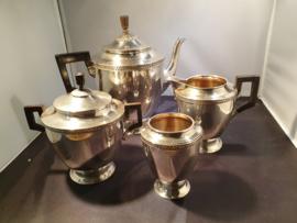 Mooie Set van Koffiepot , Melkkan , Suikerpot ,en Lepelvaasje. Van Kempen 1930
