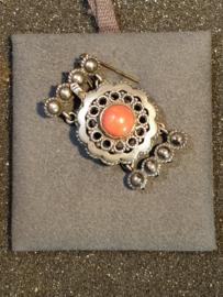 Zilveren sluiting  4 rijen en bloedkoraal 3.5 bij 2 cm