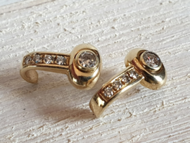 Gouden oorstekers 14 karaat met briljanten