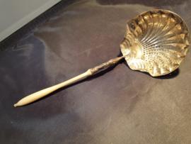 Antiek zilveren suiker strooi lepel en benenheft Frankrijk holland belasting teken