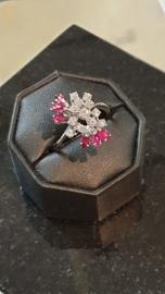 Witgouden 18 krt ring met 12x Briljanten 6 robijnen maat 19