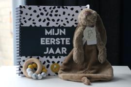 Invulboek: Mijn eerste jaar  + Chewie basic rattle mini + happy horse rabbit richie tuttle