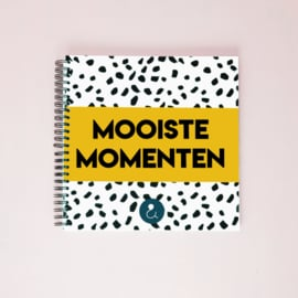 Mooiste Momenten boek - okergeel