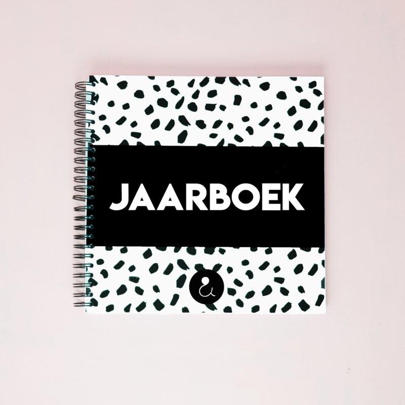Jaarboek - invulboek voor 12 maanden - monochrome