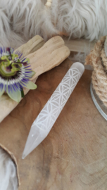 Seleniet massage staaf met gegraveerde flower of life oftewel levensbloem