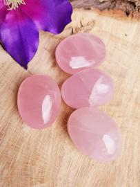 Rozenkwarts hand geslepen stenen  40-60 gram