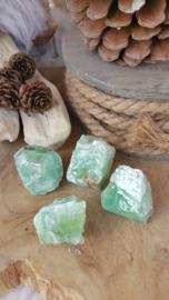 Groene Calciet ruw 41-60 gram