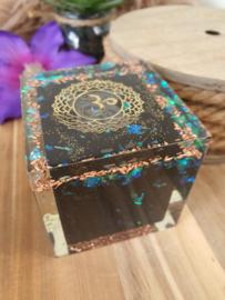 Orgonite Hexaëder (kubus, aarde) met Shungiet kubus