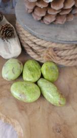 Groene opaal geslepen steen 31-40 graam