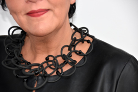 Anzz necklace black multi ring rubber