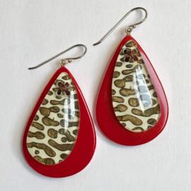 ZSISKA oorbellen rood tijgerdessin. LEOPARD