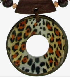 CONSTANSA necklace animal print resin pendant 8 cm.
