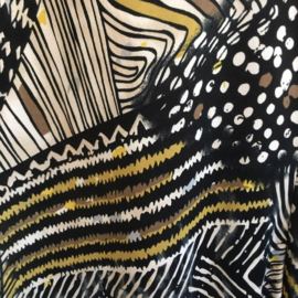 STELLA MORETTI jersey zomerjurkje in een artistieke print in grijs - offwhite en oker.  Style IBIZA