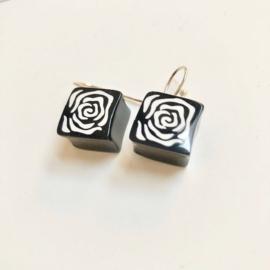 ZSISKA oorbellen zwart wit ROSE