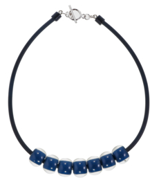 ZSISKA ketting blauw marine  - rubber choker, 7 kralen. COLOURFUL BEADS