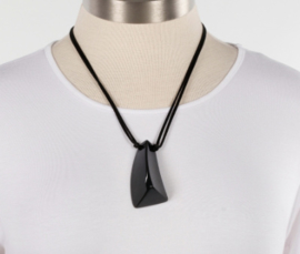 ZSISKA necklace black pendant. EMOCION