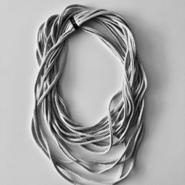 BORIS t-shirt sjaal - ketting offwhite/zwart streepje