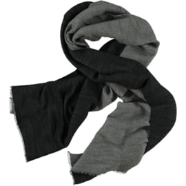 Winter scarf in light grey en charcoal plisse, brushed flannel 65 x180cm