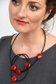 AnZZ necklace red 5 wooden beads on rubber.