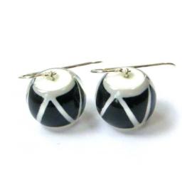 ZSISKA oorbellen zwart wit zigzag TRIBAL.
