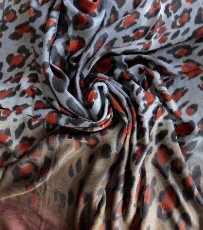 Romano grijsblauw bruin tijgersjaal