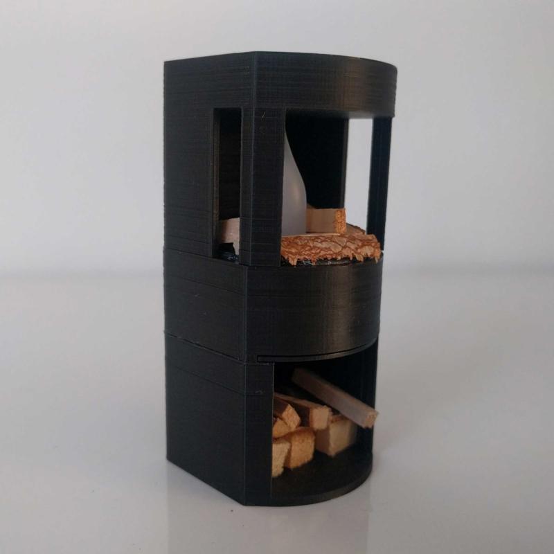 Kachel met ingebouwde houtvoorraad