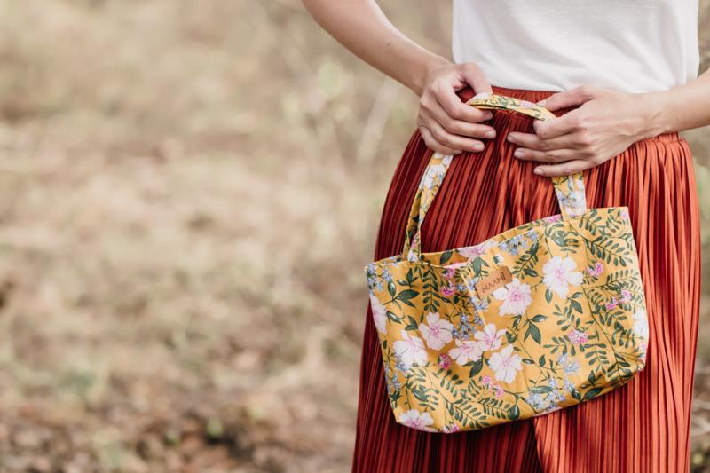 'Flowerbomb': The mini bag