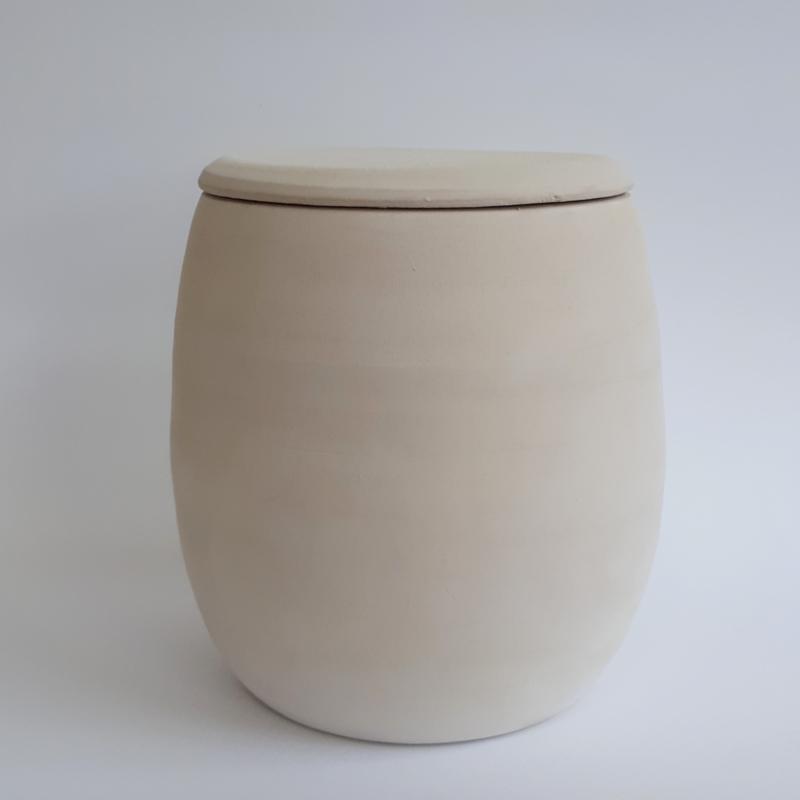 Biologisch afbreekbare urn / eco urn van witte klei