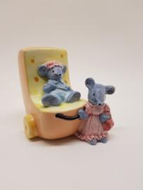 Kinderwagen in kaasvorm met muisjes spaarpot