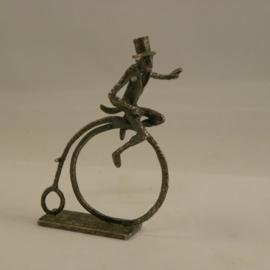 A.N.W.B. miniatuur mannetje op de fiets