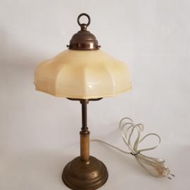 Messing tafellampje met opaline kap