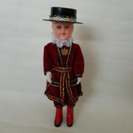 Brocant Engels klederdracht poppetje jaren 60