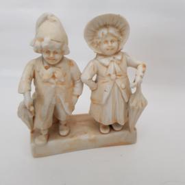 Bisquit Porseleinen beeldje man en vrouw