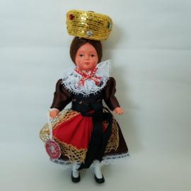 Doll's Trachten klederdracht poppetje 15cm