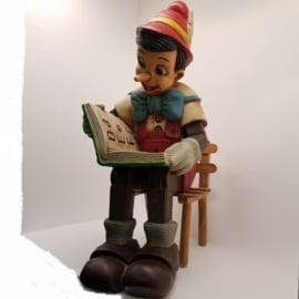 Pinokkio hout op stoeltje(mist Japie)