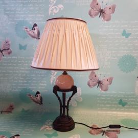 Brocante bronzen tafellamp met ramskoppen